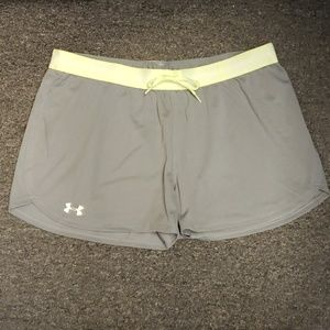 🎉 NWT Women's Under Armour active shorts size L